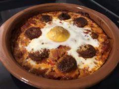 receta huevos al plato