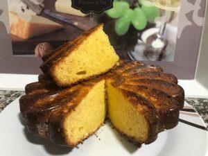 bizcocho de chocolate blanco cocinado con Thermomix.