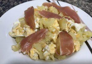 receta huevos rotos con jamón y patatas