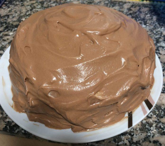 receta tarta bomba de nata y crema de chocolate