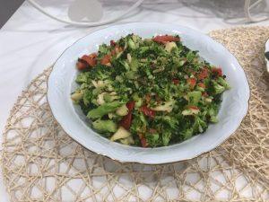 Ensalada de brocoli, pimiento y manzana