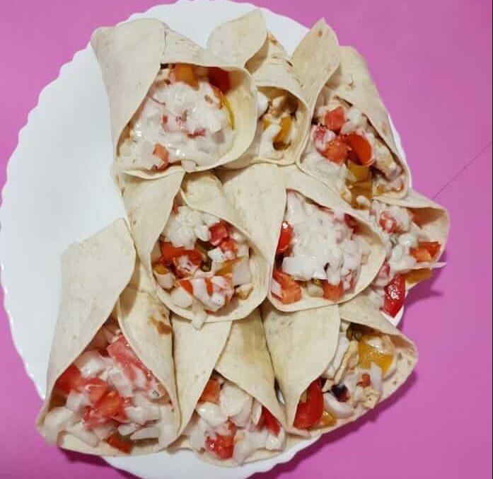 fajitas con salsa de yogur de forma tradicional