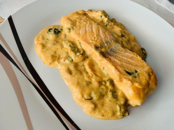 Receta de salmón en salsa de espinacas