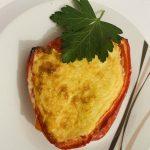 Tortilla de patatas sobre cama de pimientos rellenos con Thermomix