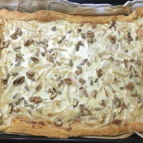 Receta de tarta salada de queso crema y cebolla