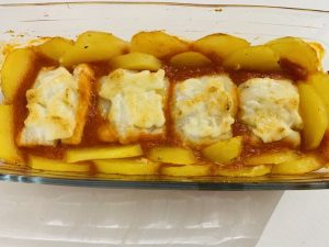 Bacalao con milanesa de ajo, tomate y patatas con Thermomix