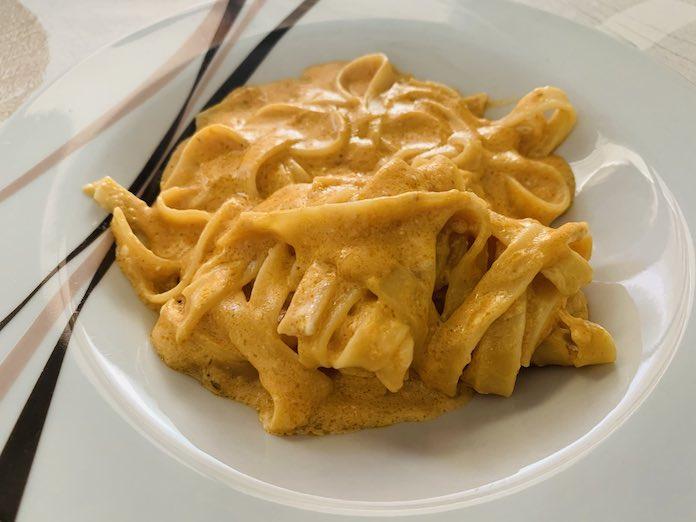pasta con salsa de queso suave de forma tradicional en Las Recetas de Angy