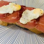 Tostada de jamón con huevo de codorniz de forma tradicional en Las Recetas de Angy