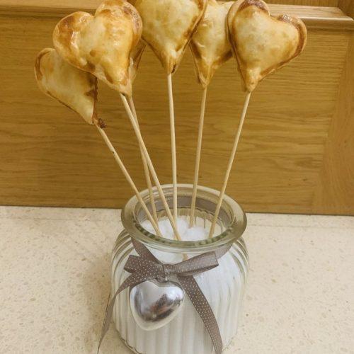 Piruletas de hojaldre con queso y taquitos de forma tradicional en Las Recetas de Angy