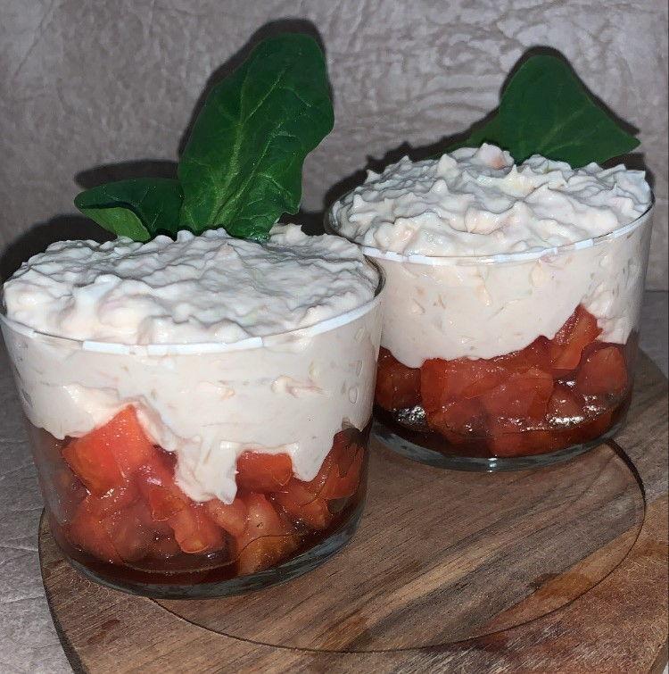 Tartar de tomate con crema de atún de forma tradicional en Las Recetas de Angy